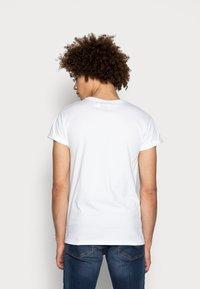 Topman - 5 PACK - T-shirts basic - white/black/grey - 2