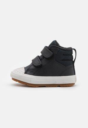 CHUCK TAYLOR ALL STAR BERKSHIRE UNISEX - Sneakers hoog - black/pale putty