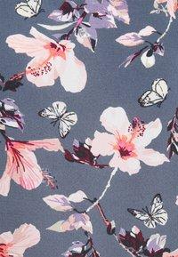 ONLY - ONLNOVA LUX - T-shirts med print - vintage indigo - 2