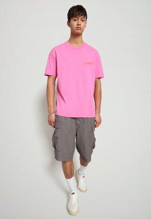 T-shirt print - pink super