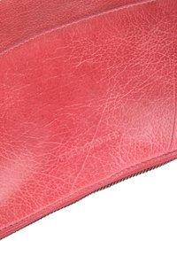 FREDsBRUDER - TINY - Across body bag - pink - 3