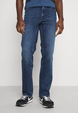 TRAMPER - Straight leg jeans - denim blue