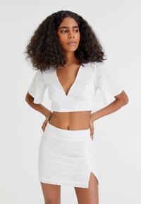 PULL&BEAR - WEISSER SCHWEIZER STICKEREI - A-line skirt - white - 0