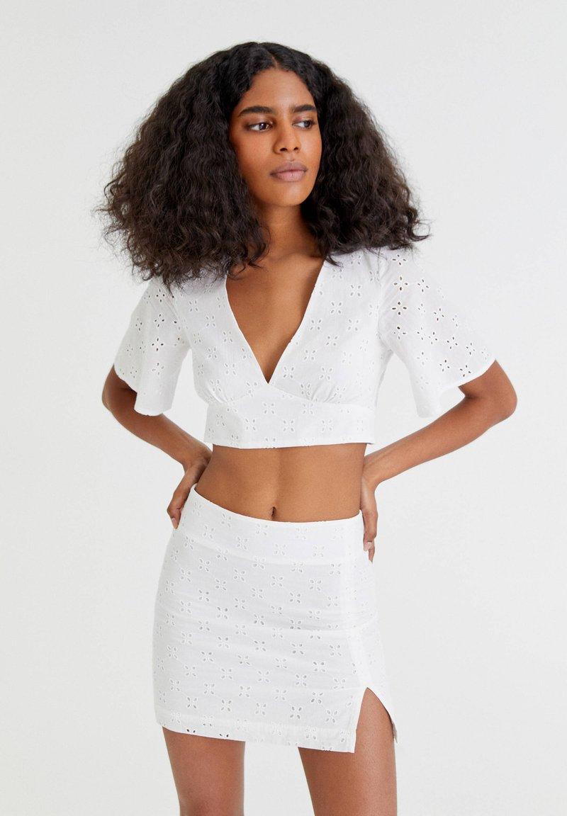PULL&BEAR - WEISSER SCHWEIZER STICKEREI - A-line skirt - white