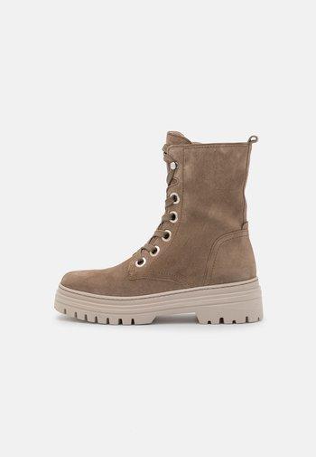 Šněrovací kotníkové boty - salbei/dust