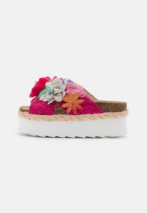 BES WITH MULTI FLOWERS - Sandalias - fuchsia