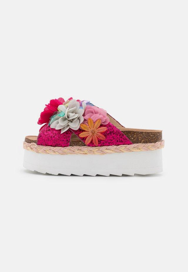 BES WITH MULTI FLOWERS - Sandaler - fuchsia
