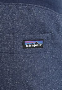 Patagonia - MAHNYA PANTS - Pantalon de survêtement - navy blue - 7