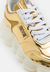 Versace Jeans Couture - Trainers - gold - 6