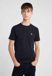 EA7 Emporio Armani - Basic T-shirt - black - 0