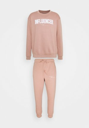 INFLUENCER TRACKSUIT UNISEX - Chándal - pink