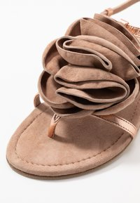 Kennel + Schmenger - ELLE - T-bar sandals - rose/skin - 2