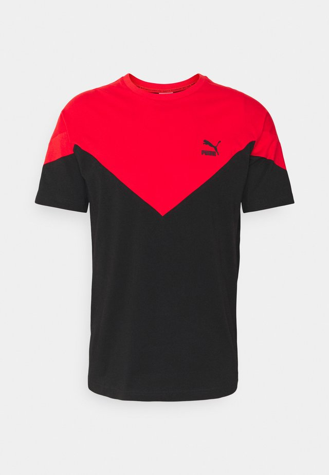 ICONIC TEE - T-shirt imprimé - black/high risk red