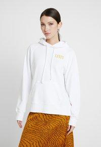 Levi's® - SPORT HOODIE - Bluza z kapturem - white - 0