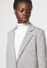 ONLY Tall - ONLCARRIE LIFE COAT - Klasický kabát - light grey melange - 3
