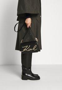 KARL LAGERFELD - SIGNATURE SHOULDERBAG - Across body bag - black/gold - 3
