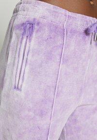 Juicy Couture - TINA TRACK PANTS - Trainingsbroek - pastel lilac acid wash - 5