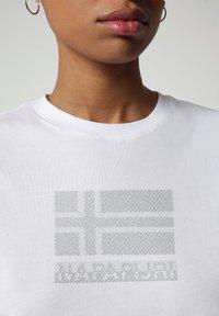 Napapijri - SEOLL - Print T-shirt - bright white - 2