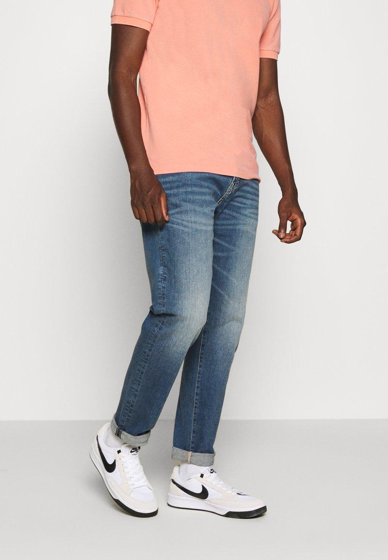 American Eagle - ATHLETIC DARK WASH - Straight leg jeans - blue denim