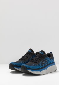 Skechers Performance - MAX CUSHIONING ELITE - Chaussures de running neutres - black/blue - 2