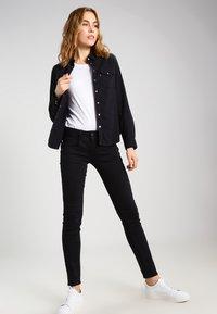 Herrlicher - GILA SLIM - Slim fit jeans - tempest - 2