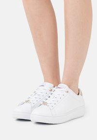 Tommy Hilfiger - CUPSOLE - Joggesko - white - 0