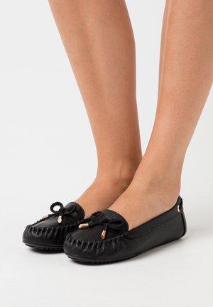 LEVI DRIVER SHOE - Moccasins - black