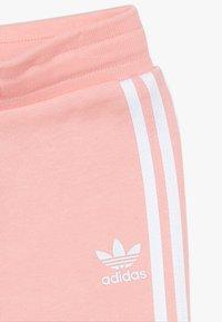 adidas Originals - TREFOIL HOODIE SET UNISEX - Tepláková souprava - glow pink/white - 5
