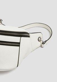 PULL&BEAR - Bum bag - white - 5