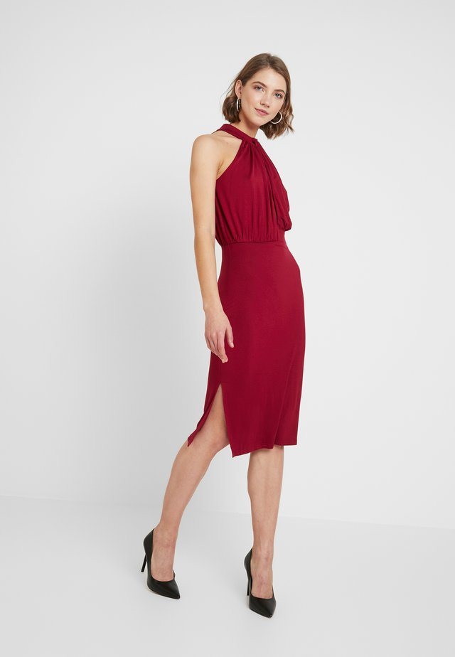HALTER NECK PLUNGE MIDI DRESS - Kotelomekko - burgundy