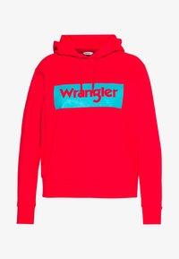Wrangler Plus - LOGO HOODIE - Hoodie - bittersweet red - 0