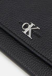 Calvin Klein - LONGFOLD - Lommebok - black - 4