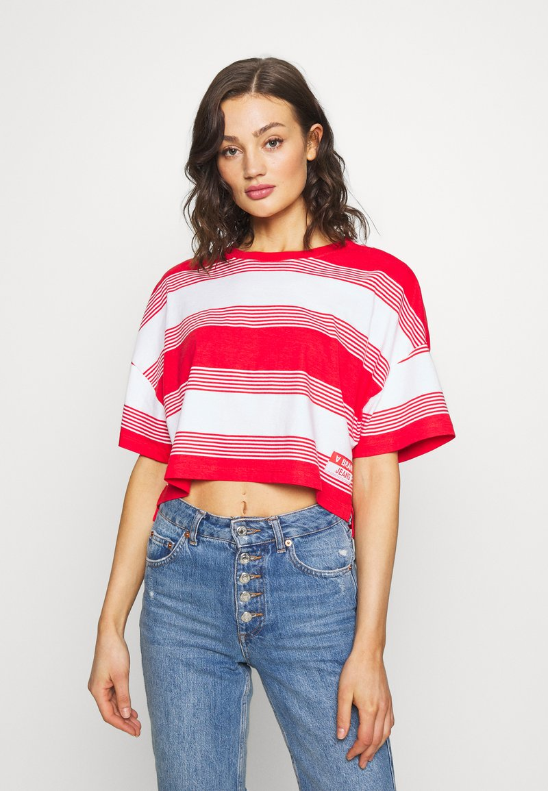 Abrand Jeans - CROPPED TEE - Print T-shirt - bombay red
