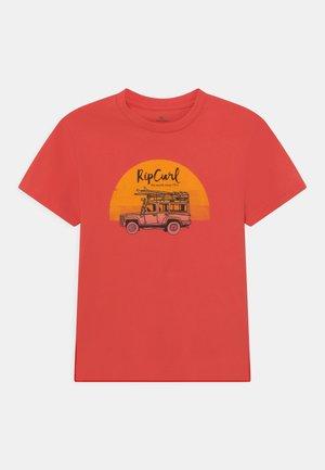 TRUCKITO UNISEX - Print T-shirt - cayenne