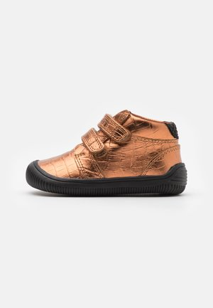 TRISTAN - Baby shoes - burnished copper