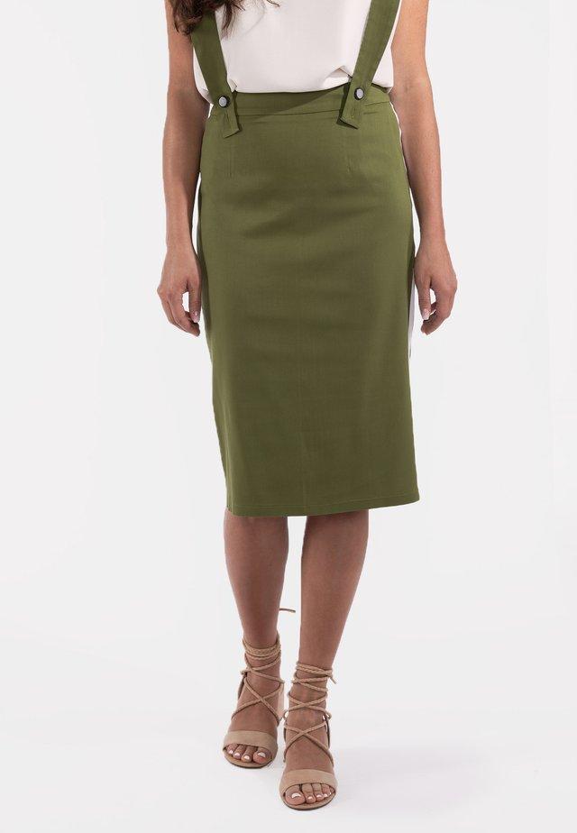 MIT TRÄGERN  - Pencil skirt - grün