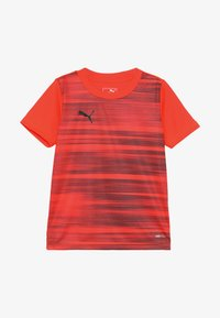 Puma - FTBLNXT GRAPHIC CORE - Print T-shirt - red/black