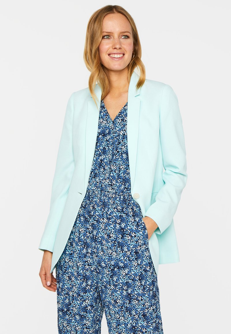 WE Fashion - MIT STRUKTURMUSTER - Short coat - light blue