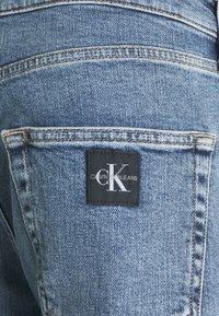 Calvin Klein Jeans - DAD - Relaxed fit -farkut - denim medium - 5