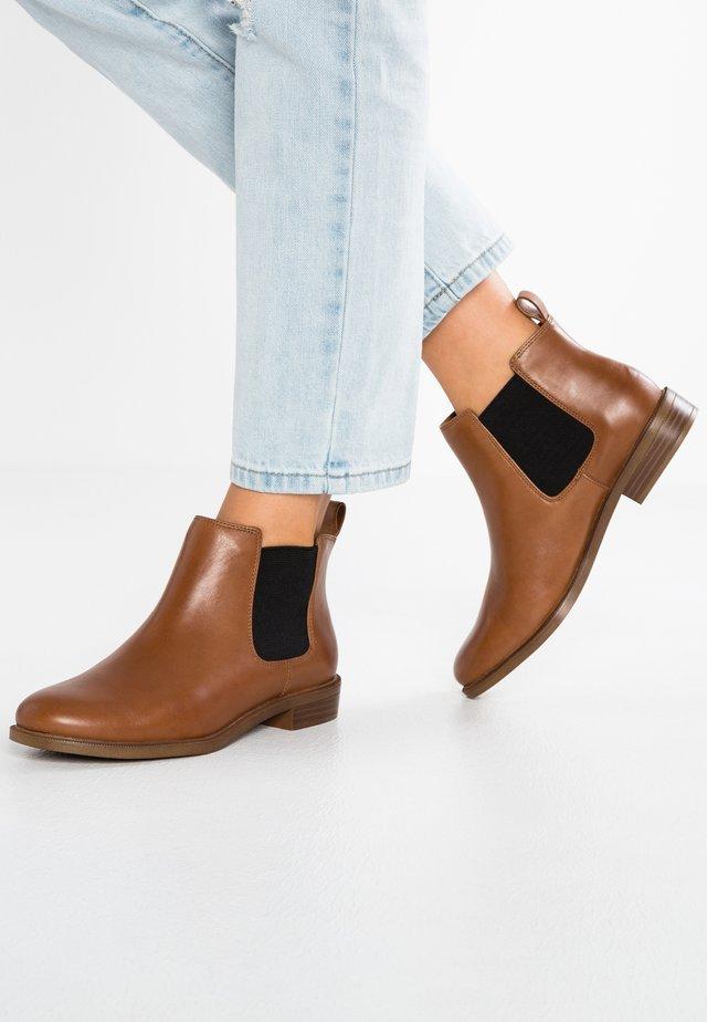 TAYLOR SHINE - Boots à talons - brun