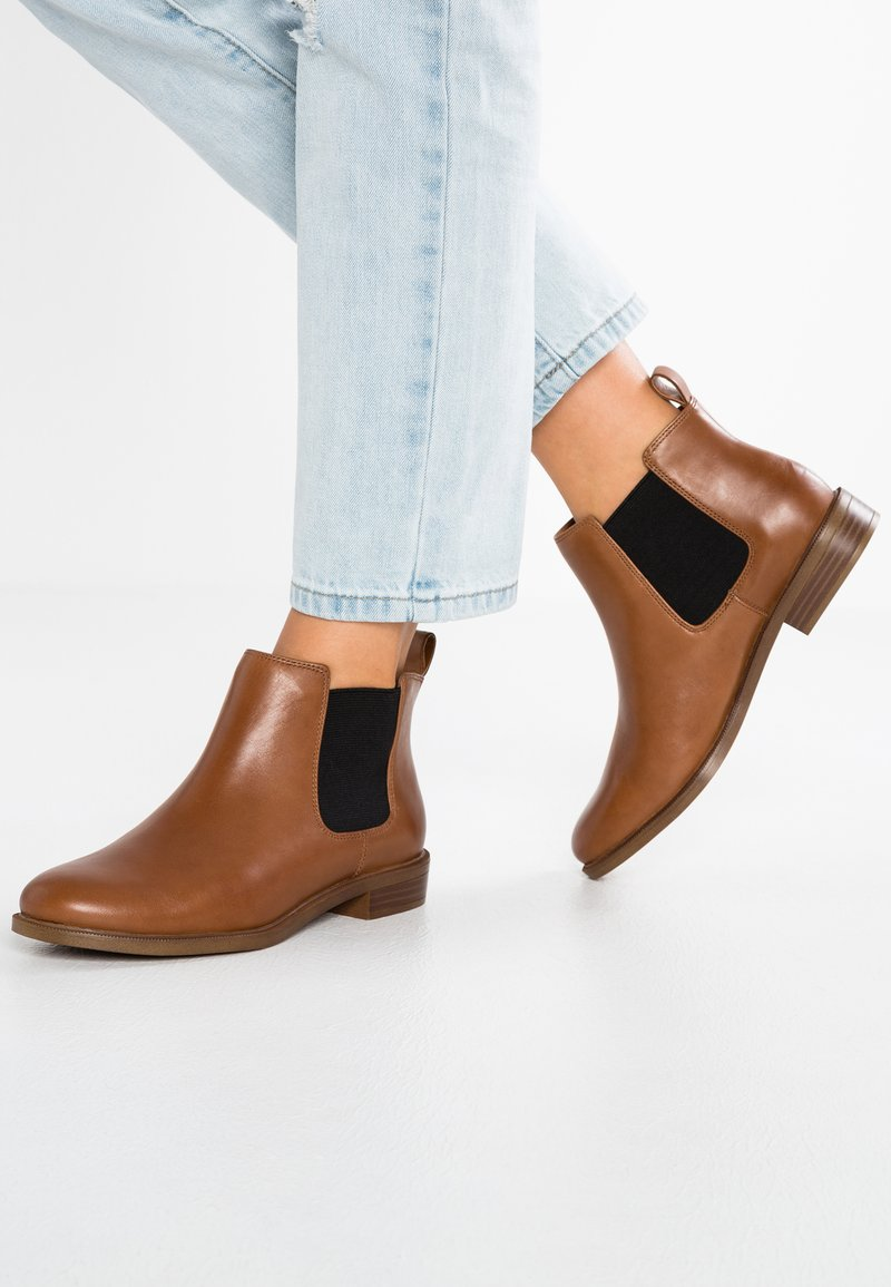 Clarks - TAYLOR SHINE - Ankle boots - brun