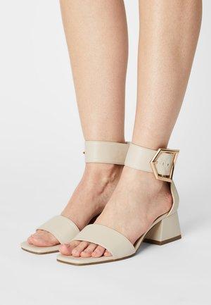 SAGA BIG BUCKLE  - Sandals - white