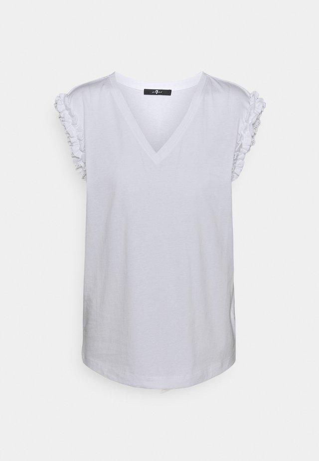 V NECK  - T-shirt imprimé - white