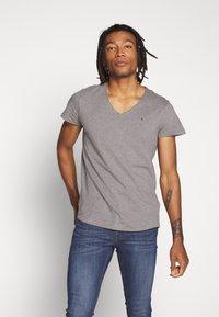 Tommy Jeans - VNECK TEE - Basic T-shirt - dark grey - 0