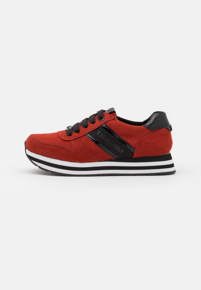 Sneakers - dark orange