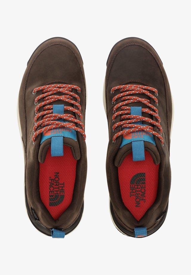 BACK TO BERKELEY - Sneakersy niskie - coffee brown/tnf black