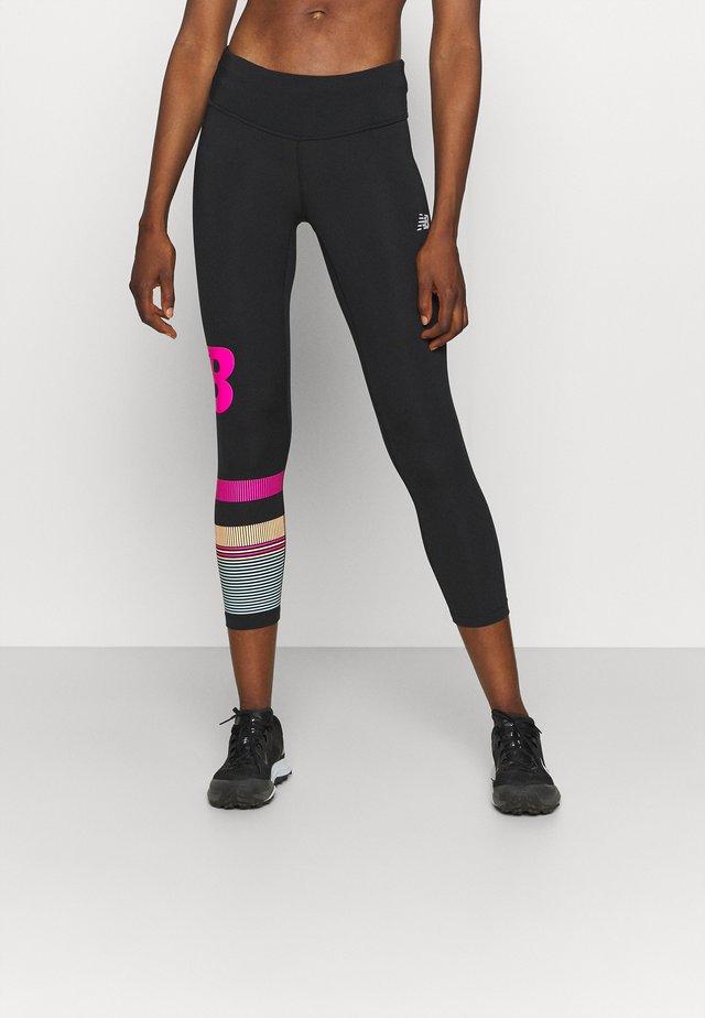 PRINTED ACCELERATE CAPRI - Leggings - pink