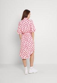 Monki - Vestido camisero - pink - 2