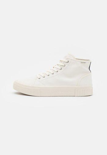 ELEVATED SEASONAL MIDCUT  - Höga sneakers - ivory