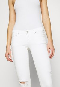 ONLY - ONLCORAL SKINNY ANK DEST  - Jeans Skinny Fit - white - 3